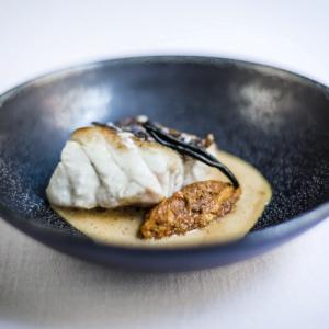 restaurante guía Michelin en Valencia - plato negro